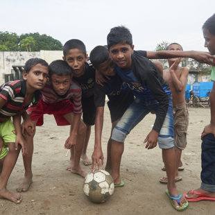 Boys, ready to play, Koral Slum