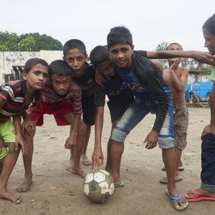 Boys, ready to play, Koral Slum